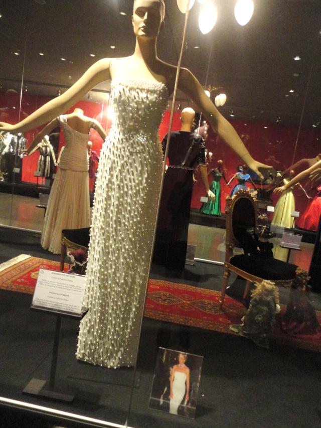 Lady Di - Adquirido por US$ 135.000. Criação de Catherine Walker.